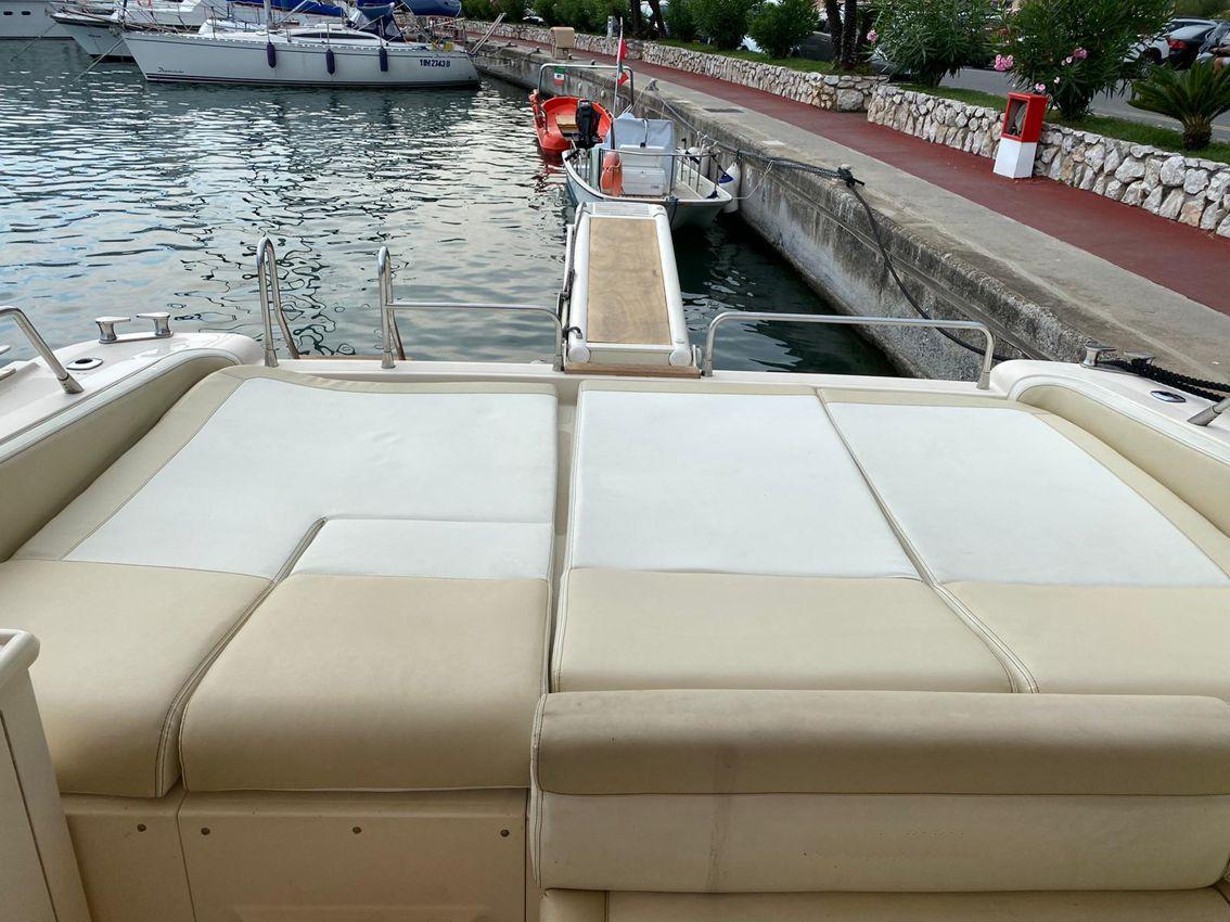Sarnico 55' day cruiser - charter Rayacht.com